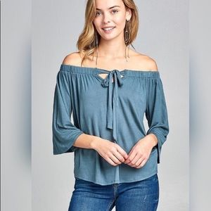 Tantalyza Apparel Tops - 🎉HP🎉SOFT BLUE FRONT TIE TOP🦋